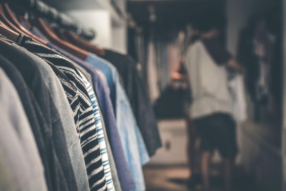 Genesis_retail_AV